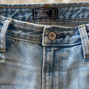 Abercrombie & Fitch Jeans - Abercrombie & Fitch Mom Jean w distressed hem
